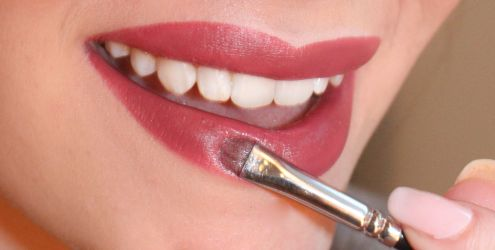 How-to-Apply-Lipstick-Easily-and-Quickly