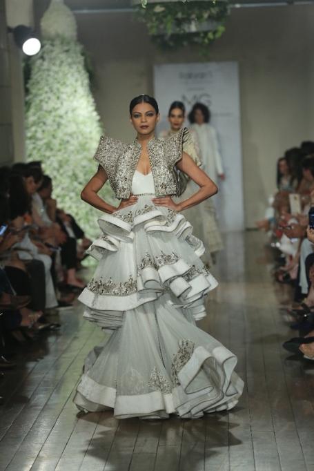 BEGUM-E-JANNAT-by-Couturier-Manav-Gangwani-@-FDCI-India-Couture-Week-2016-JPG-.JPG-1