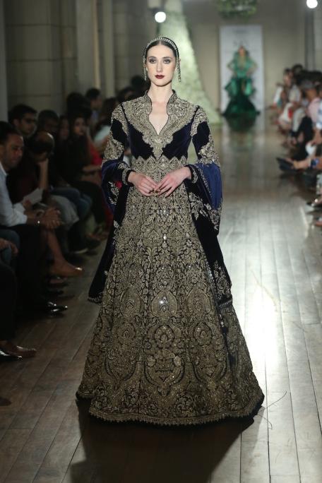 BEGUM-E-JANNAT-by-Couturier-Manav-Gangwani-@-FDCI-India-Couture-Week-2016-JPG-.JPG-6