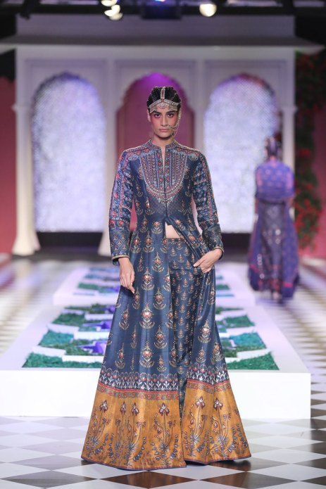 Day-2-FDCI-India-Couture-Week-2016-Epic-Love-by-Anita-Dongre-5