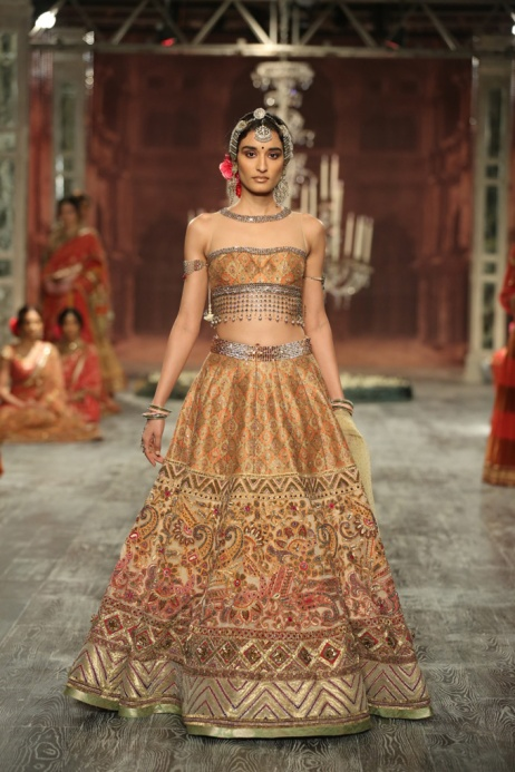 Day-2-FDCI-India-Couture-Week-2016-Tarun-Tahiliani-17