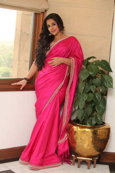 Bollywood+Actress+Vidya+Balan+Saree+Wallpapers5